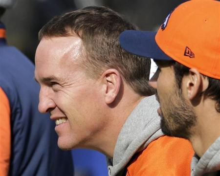 """Denver Broncos quarterback Peyton Manning (L) looks over the field as he sits on the bench with tight end Joel Dreessen (81) during their """"walk-through"""" session for the NFL Super Bowl XLVIII football game at Met Life Stadium in East Rutherford, New Jersey, February 1, 2014. REUTERS/Ray Stubblebine"""