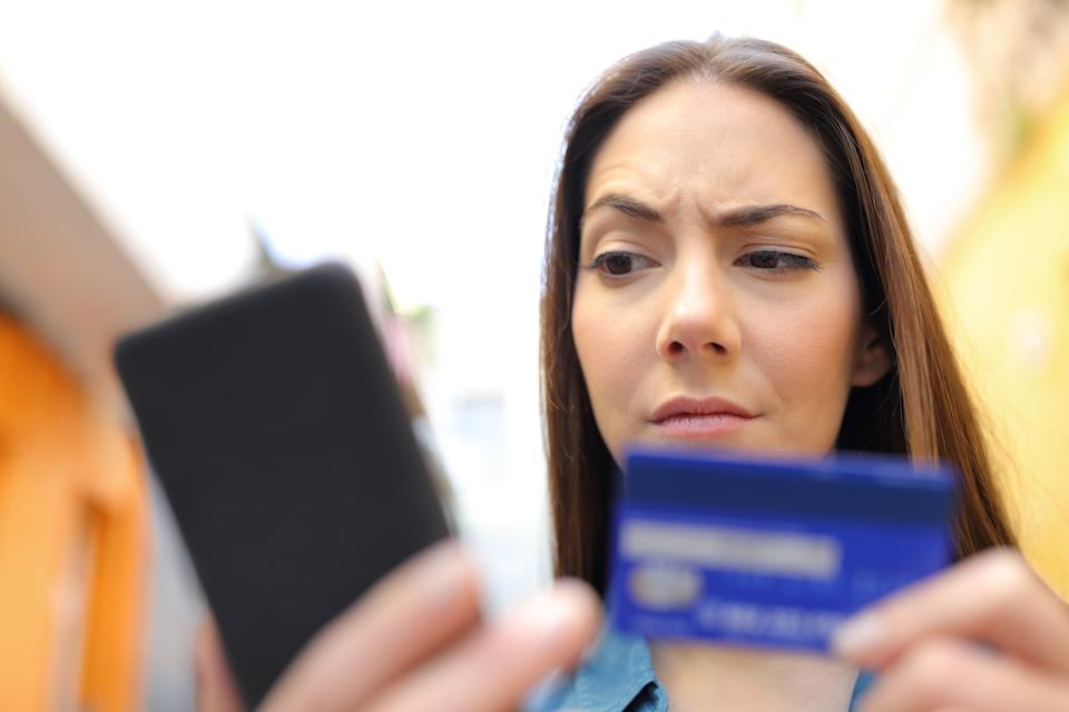 Don't fall victim to fake! Shop safely this holiday season (Photo: Getty)