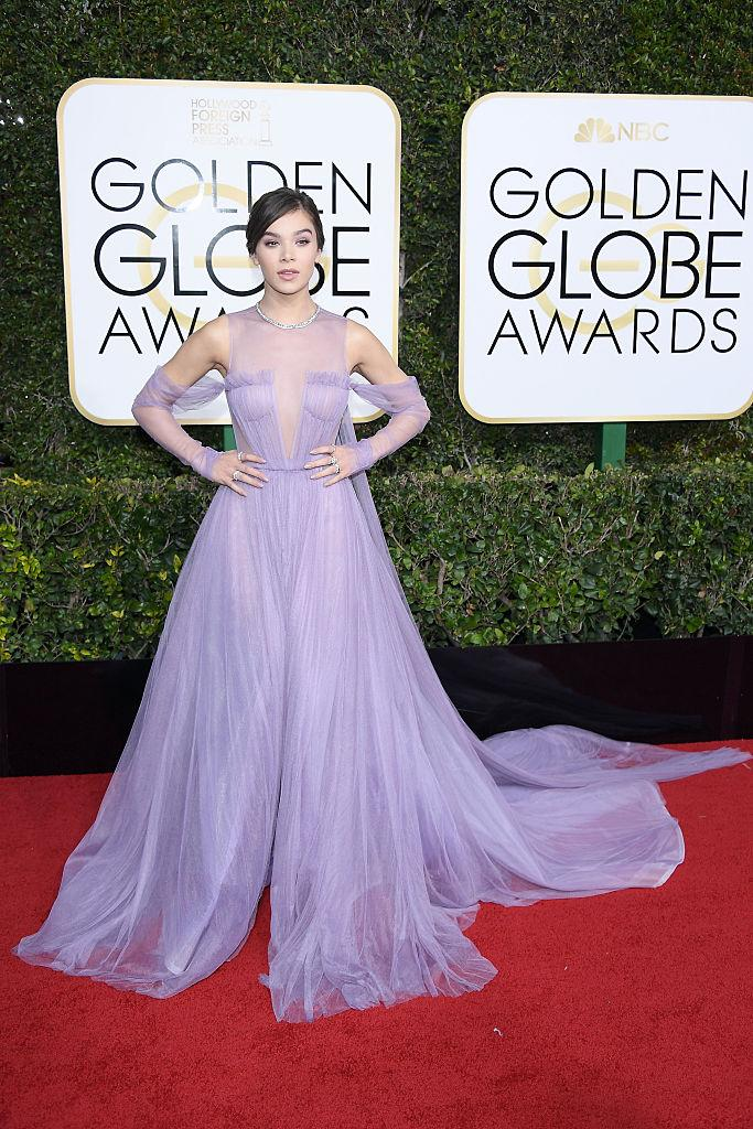 Hailee Steinfeld in Vera Wang. (Photo: Getty Images)