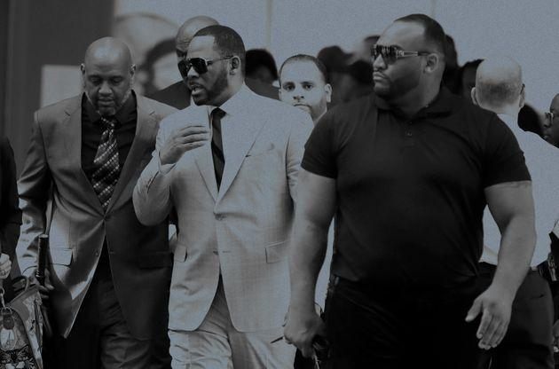 Musician R. Kelly, center, arrives at the Leighton Criminal Court building for arraignment on new sex-related felonies on June 6, 2019, in Chicago. (Photo: Charles Rex Arbogast via AP)