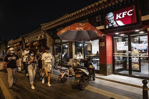 Pedestrians walk past a KFC restaurant operated by Yum China Holdings in Beijing on Saturday, Sept. 5, 2020. Photo: Bloomberg