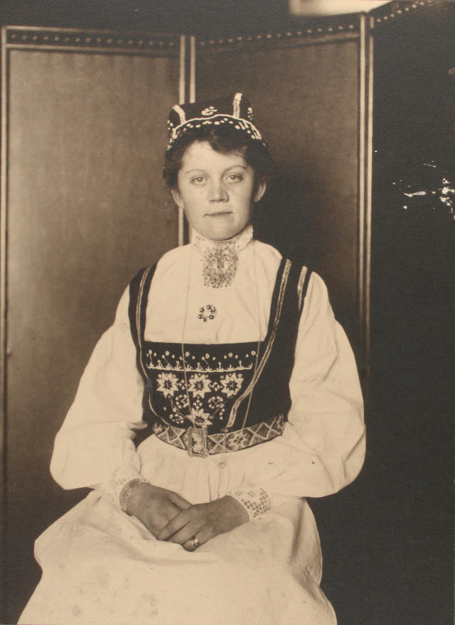 <p>Norwegian woman, c. 1906 – 1914. (Photograph by Augustus Sherman/New York Public Library) </p>