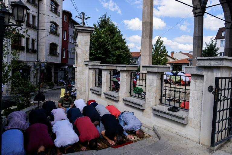 Kosovo muslims pray during Friday prayers at the Grand Mosque in Pristina (AFP Photo/Armend NIMANI)