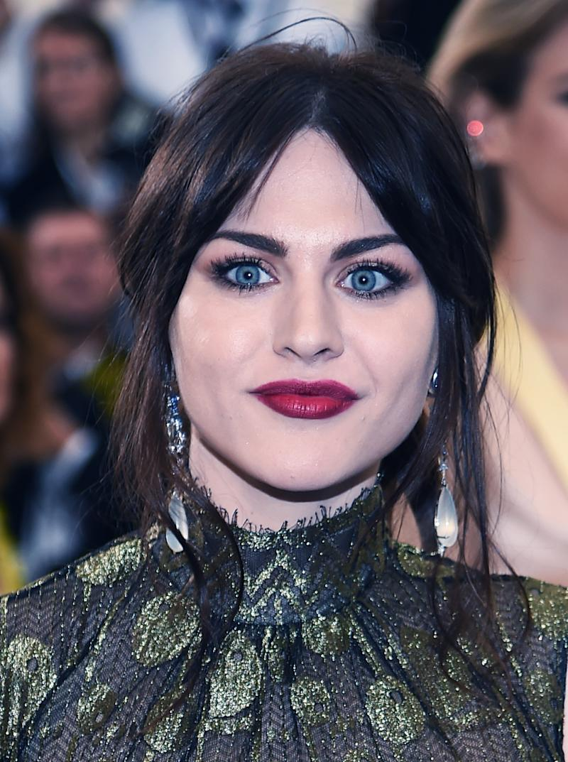 Heres How Much Frances Bean Cobain Makes A Month From Her Fathers