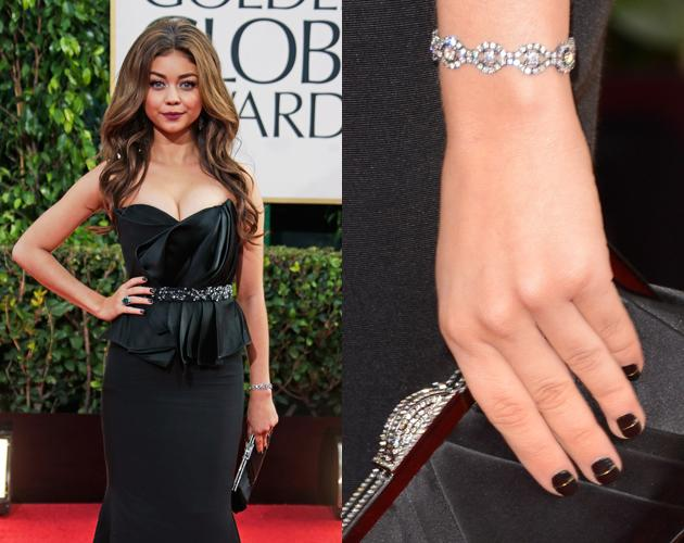 Sarah Hyland's black nail polish with a gold line down the middle was an elegant, but simple manicure.