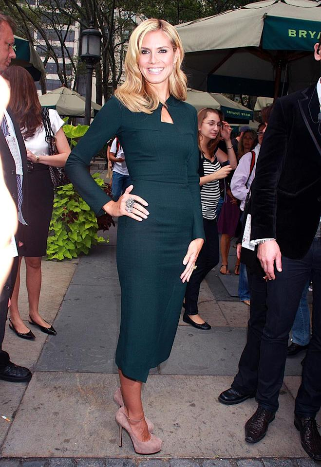 "Heidi Klum pops a pose in a divine dark green dress, pink pumps, and her trademark smile. Dara Kushner/<a href=""http://www.infdaily.com"" target=""new"">INFDaily.com</a> - September 12, 2008"
