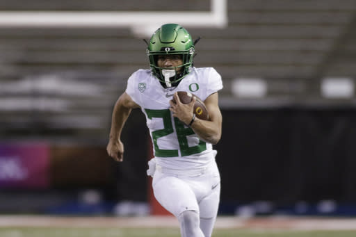 Oregon running back Travis Dye carries the ball during the second half of the team's NCAA college football game against Washington State in Pullman, Wash., Saturday, Nov. 14, 2020. Oregon won 43-29. (AP Photo/Young Kwak)