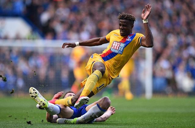 Crystal Palace's Wilfried Zaha (up) vies with Chelsea's English defender Gary Cahill during their English Premier League football match in London on April 1, 2017 (AFP Photo/Glyn KIRK )