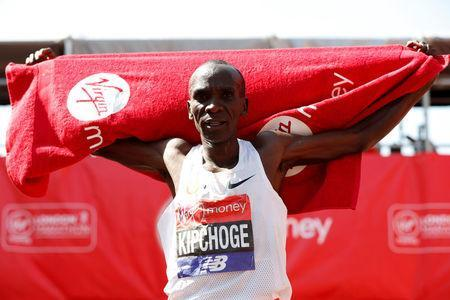 Athletics - London Marathon - London, Britain - April 22, 2018 Kenya's Eliud Kipchoge celebrates after winning the men's elite race REUTERS/Paul Childs