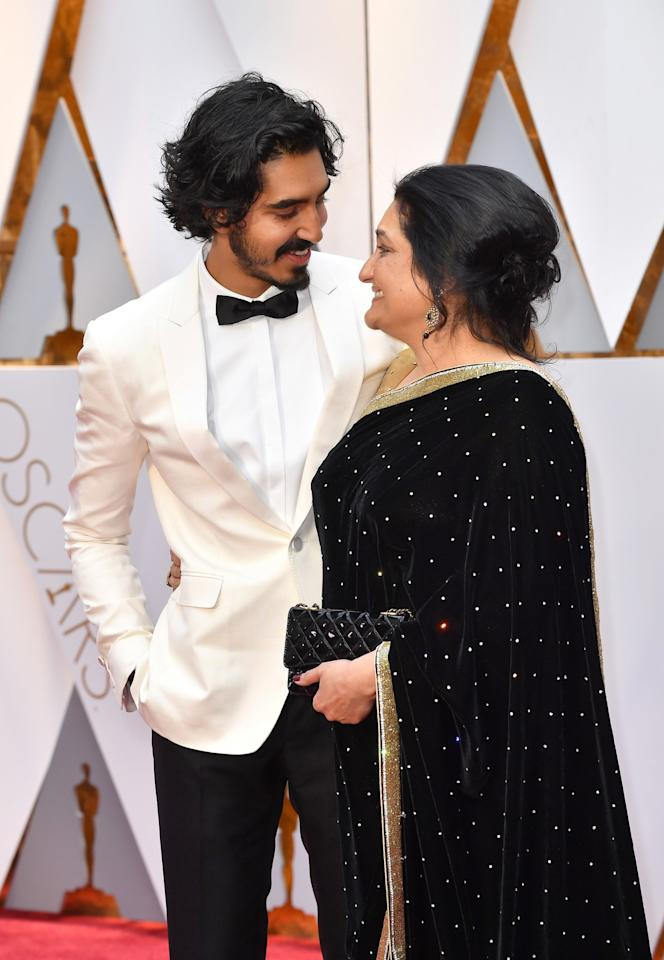 "<p>We can't help but swoon at the way ""Lion"" actor Dev Patel looks at his mom Anita! So cute. </p>"