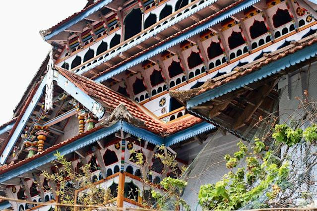 "<b>PONNANI, KERALA, INDIA:</b> The Grand entrance gable and balcony at Ponnani Juma Masjid. Ponnani, a port city located north of Cochin, was inhabited from first century AD, and it was a religious centre of temples and mosques. The Ponnani Juma Masjid was built in the 1500s. The fantastic displays of mosques such as this one may have been a direct response to the Portuguese efforts at destruction of the Muslims' trade dominance and their faith. <br><br>©Donald Fels / Published in 'Mosques of Cochin' by Patricia Tusa Fels, Mapin Publishing. <br><br>See slideshow: <a href=""http://in.lifestyle.yahoo.com/photos/the-historic-mosques-of-cochin-slideshow/"" data-ylk=""slk:The Heritage Mosques of Cochin"" class=""link rapid-noclick-resp"">The Heritage Mosques of Cochin</a>"