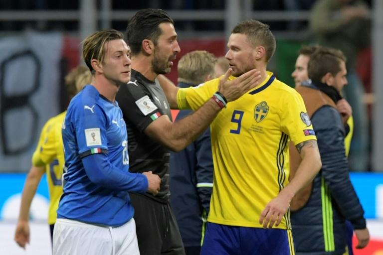 Italy's goalkeeper and captain Gianluigi Buffon (C) congratulates Sweden's Marcus Berg at the end of their FIFA 2018 World Cup qualification 2nd leg match, at the San Siro stadium in Milan, on November 13, 2017