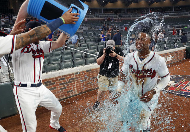 Atlanta Braves second baseman Ozzie Albies (1) is doused by his teammate after hitting a walk-off home run in the 11th Inning of a baseball game against the Cincinnati Reds, Tuesday, June 26, 2018, in Atlanta. (AP photo/John Bazemore)