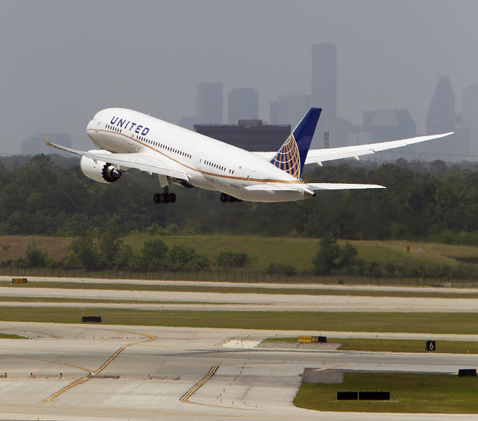 United's flight UAL 1 Boeing 787 Dreamliner takes off from Bush Intercontinental Airport on the 787's first North American flight since being grounded for several months because of problems with its batteries Monday, May 20, 2013, in Houston. The United flight will be from Houston's Bush Intercontinental to Chicago O'Hare. (AP Photo/Houston Chronicle, James Nielsen )