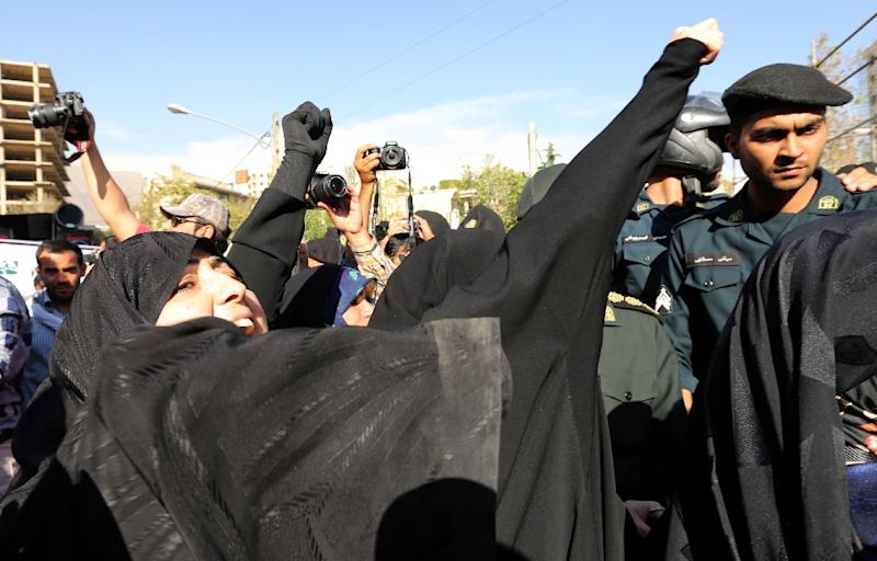 Iranian women shout slogans during a protest in front of the Saudi embassy in Tehran on September 27, 2015 (AFP Photo/Atta Kenare)