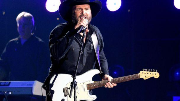 PHOTO: Garth Brooks performs 'Ask Me How I Know' at the 51st annual CMA Awards on Nov. 8, 2017, in Nashville, Tenn. (Chris Pizzello/Invision via AP)