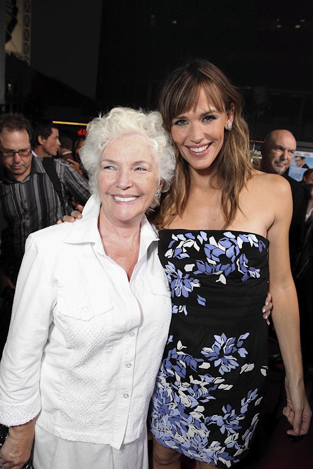 "<a href=""http://movies.yahoo.com/movie/contributor/1800019878"">Fionnula Flanagan</a> and <a href=""http://movies.yahoo.com/movie/contributor/1800338890"">Jennifer Garner</a> at the Los Angeles premiere of <a href=""http://movies.yahoo.com/movie/1810022054/info"">The Invention of Lying</a> - 09/21/2009"