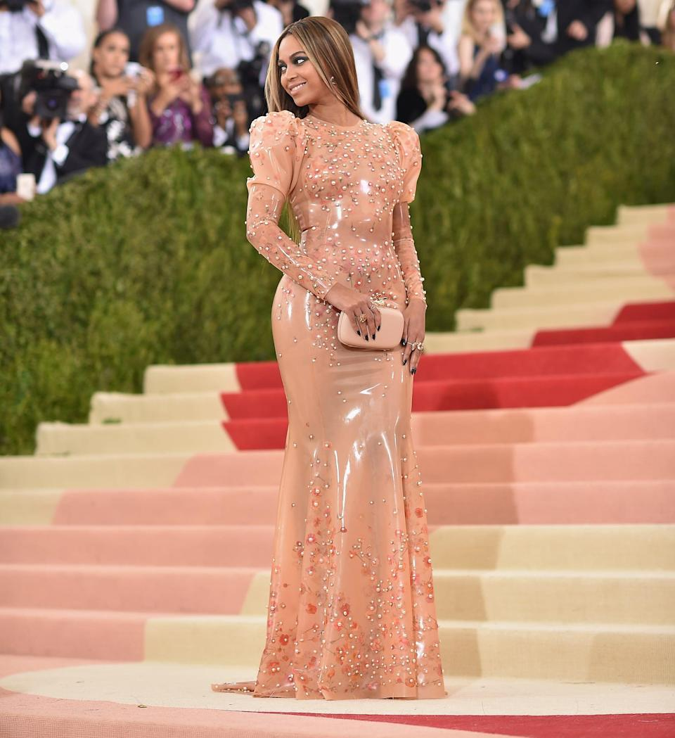 """<p>Anna Wintour coordinates arrival times with the celebrities who go, allowing cameras and press to operate on schedule. Stars pose, wave, and show off every angle of their look, then climb the many stairs to make their way into the exhibit. When someone's dress is particularly voluminous, she is likely <a href=""""https://www.popsugar.com/fashion/Red-Carpet-Gown-Train-Wranglers-34229409"""" class=""""link rapid-noclick-resp"""" rel=""""nofollow noopener"""" target=""""_blank"""" data-ylk=""""slk:accompanied by a wrangler"""">accompanied by a wrangler</a>, who helps her navigate to the top. (Unless, of course, you are <a href=""""https://www.popsugar.com/fashion/Kim-Kardashian-Dress-Met-Gala-2016-41160099"""" class=""""link rapid-noclick-resp"""" rel=""""nofollow noopener"""" target=""""_blank"""" data-ylk=""""slk:Kim Kardashian, who is supported by Kanye West"""">Kim Kardashian, who is supported by Kanye West</a>, and <a class=""""link rapid-noclick-resp"""" href=""""https://www.popsugar.com/Kanye-West"""" rel=""""nofollow noopener"""" target=""""_blank"""" data-ylk=""""slk:Kanye West"""">Kanye West</a> only, on the carpet.) Oh, and Beyoncé is always the last to arrive.</p>"""