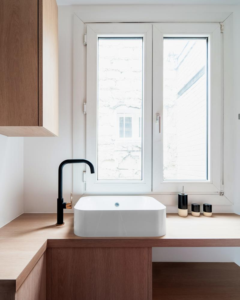 When a sink is the only appliance on display, it better look good. Same for the incredibly chic black and rose gold faucet. This streamlined black-and-white combo goes well with the tile work too.