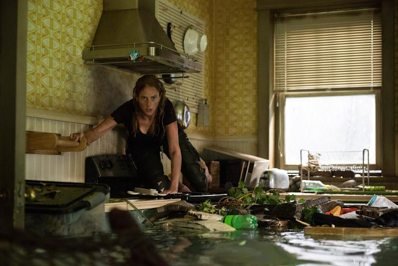 Kaya Scodelario deals with rising flood water in 'Crawl'. (Credit: Paramount)