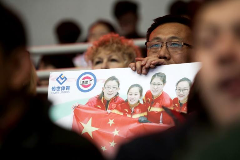Fans in Beijing cheer on China's curling team despite their only ranking 11th out of 12 at the World Women's Curling Championship