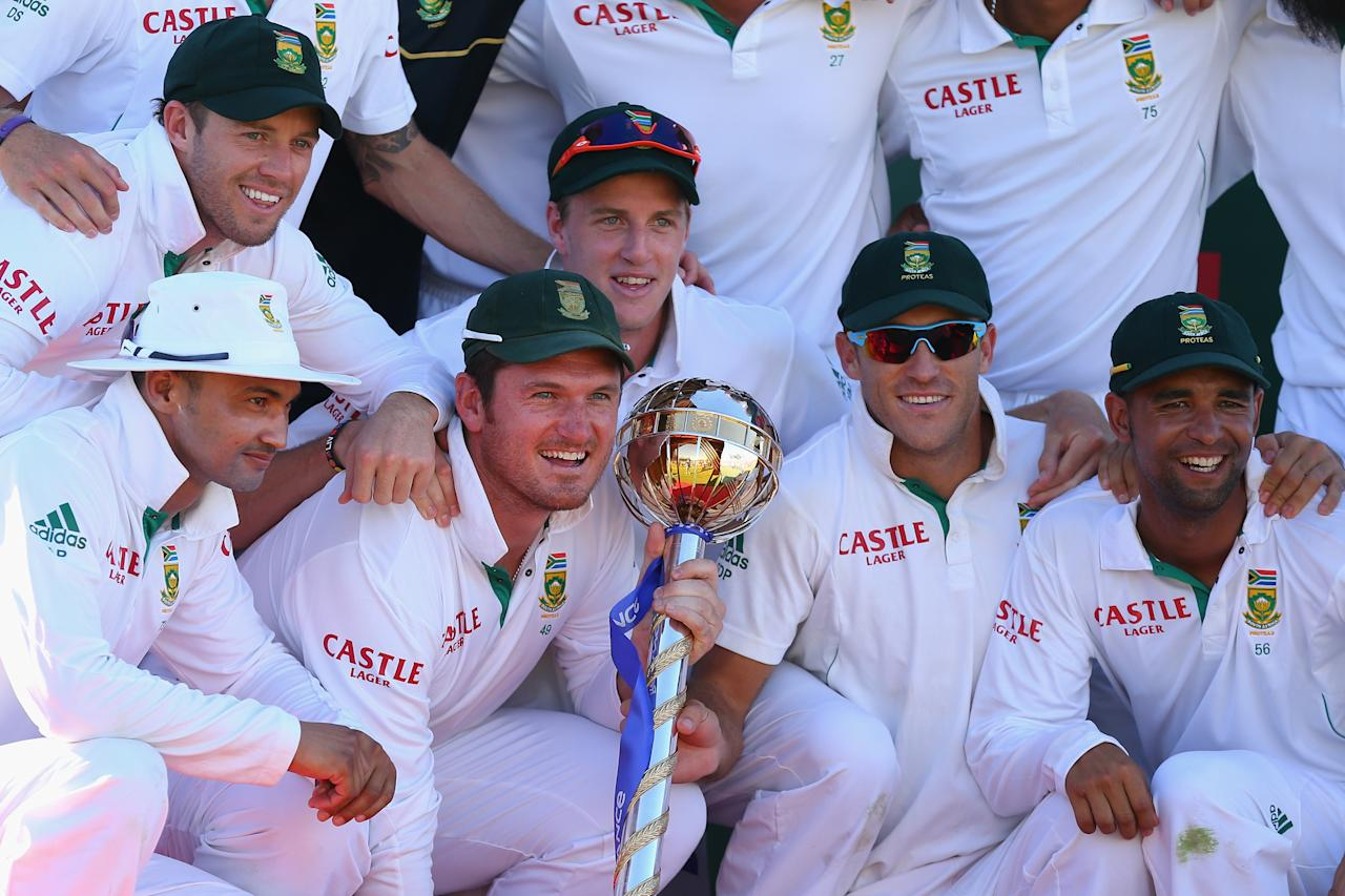 PERTH, AUSTRALIA - DECEMBER 03:  South African captain Graeme Smith poses with team mates and the ICC Test Championship mace during day four of the Third Test Match between Australia and South Africa at the WACA on December 3, 2012 in Perth, Australia.  (Photo by Cameron Spencer/Getty Images)