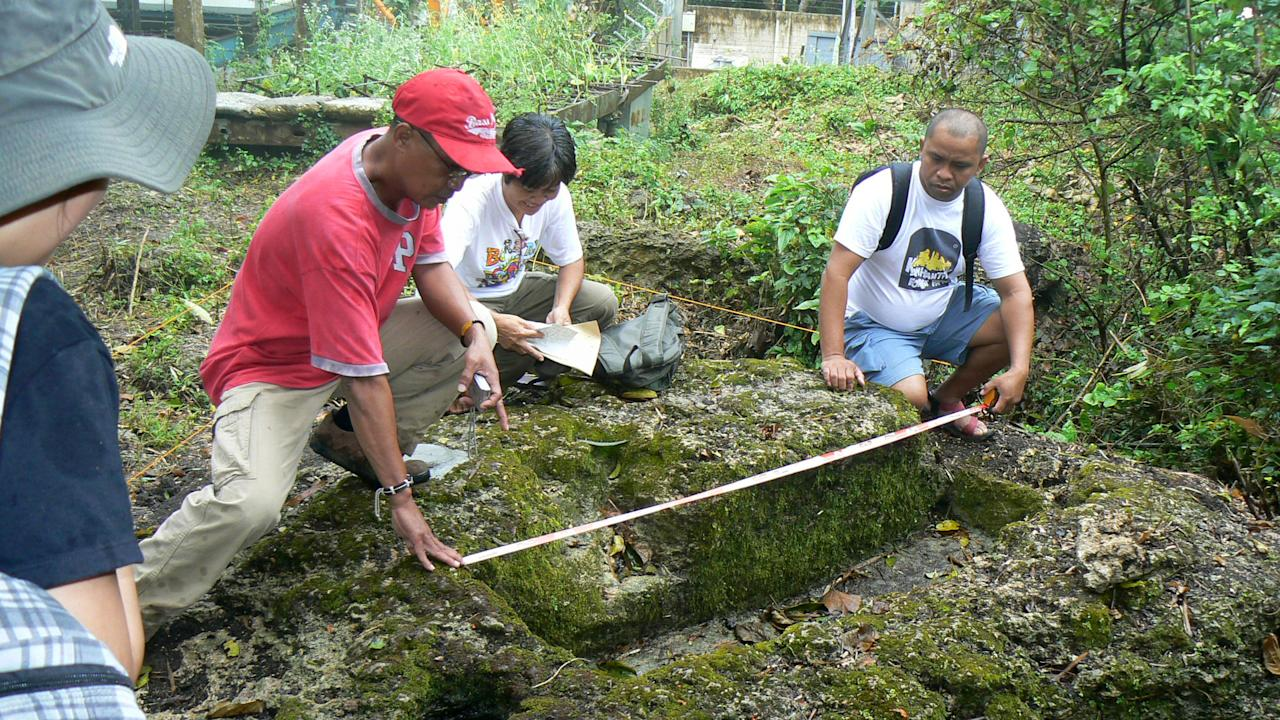 In this March 1, 2011 photo released by the Philippine National Museum, Filipino archeologists measure the dimensions of a limestone coffin at Mount Kamhantik, near Mulanay town in Quezon province, eastern Philippines. Archeologists have unearthed remnants of what they believe is a 1,000-year-old village on a jungle-covered mountaintop in the Philippines with limestone coffins of a type never before found in this Southeast Asian nation, officials said, Thursday, Sept. 20, 2012. (AP Photo/Philippine National Museum) EDITORIAL USE ONLY, NO SALES