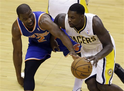 New York Knicks guard Raymond Felton, left, tries to tip the ball way from Indiana Pacers guard Lance Stephenson during the first half of Game 3 of the Eastern Conference semifinal NBA basketball playoff series in Indianapolis, Saturday, May 11, 2013. (AP Photo/Michael Conroy)