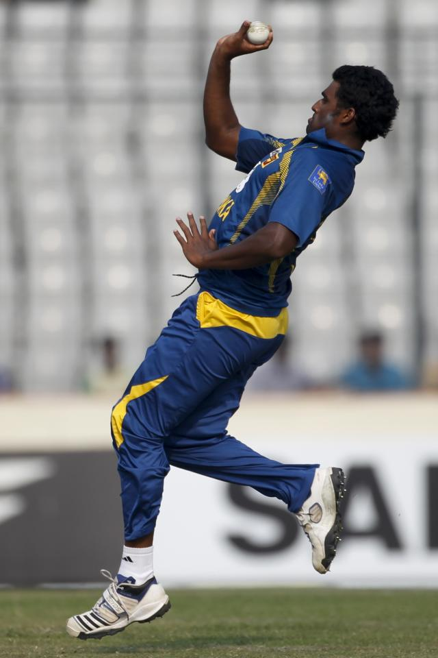 Sri Lanka's Thisara Perera bowls against Bangladesh during their third one day international (ODI) cricket match of the series in Dhaka February 22, 2014. REUTERS/Andrew Biraj (BANGLADESH - Tags: SPORT CRICKET)