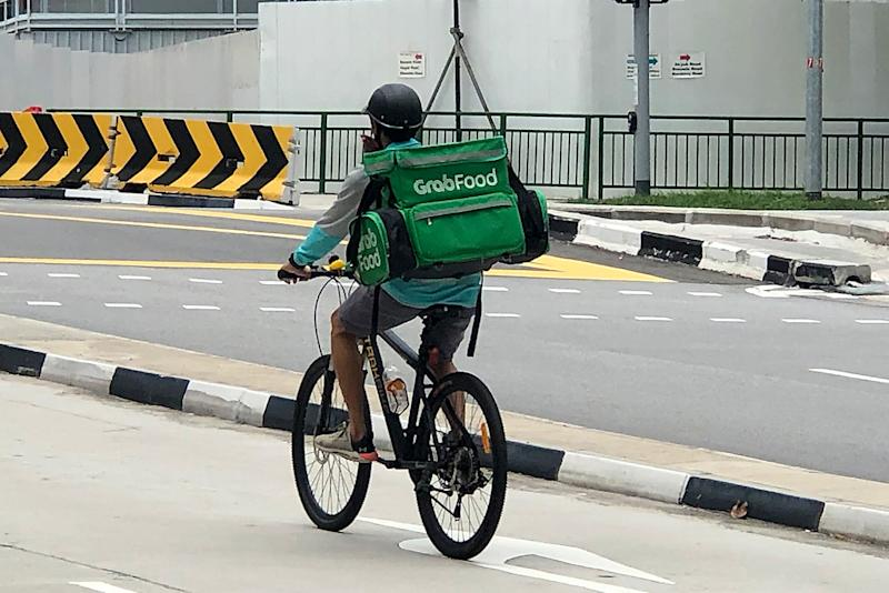 A GrabFood delivery rider. (PHOTO: Dhany Osman / Yahoo News Singapore)