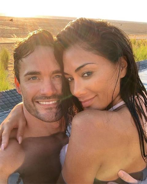 thom evans and nicole scherzinger posing in pool snap