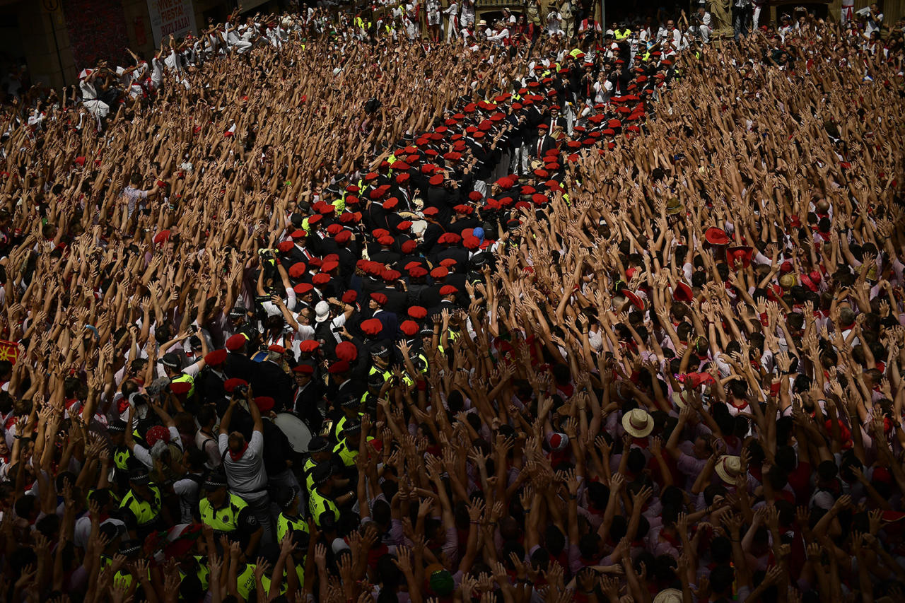 <p>A municipal band prepares while revelers hold up neckties during the launching of the <em>chupinazo</em> rocket to celebrate the official opening of the 2017 San Fermín Fiesta. (Photo: Alvaro Barrientos/AP) </p>