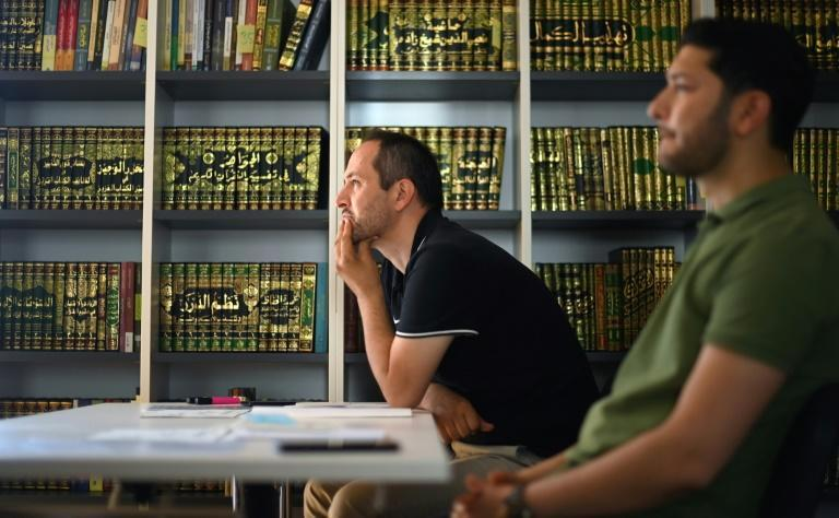 The training of imams with support from the German state is controversial because it conflicts with the principle that religious communities alone are entitled to train their leaders
