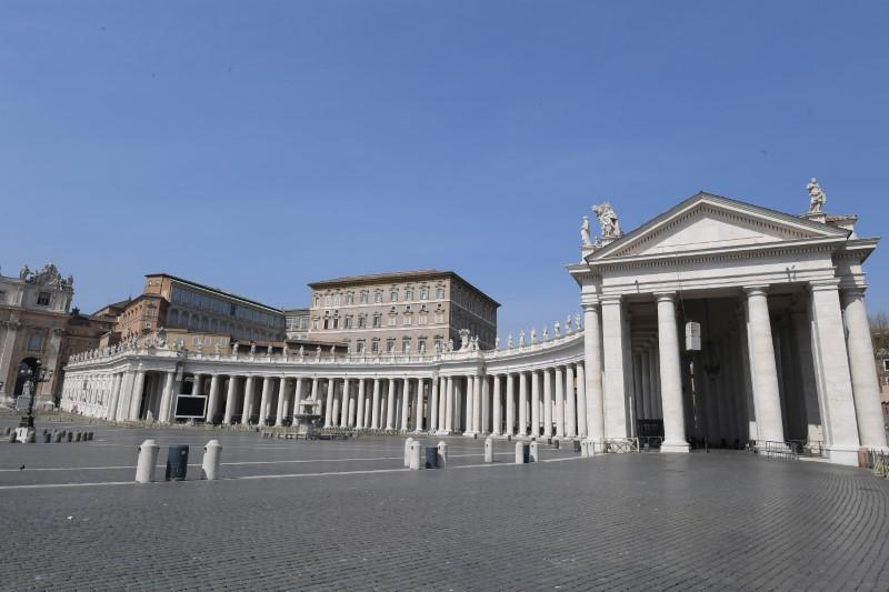 Person who lives in papal residence tests positive for coronavirus - report
