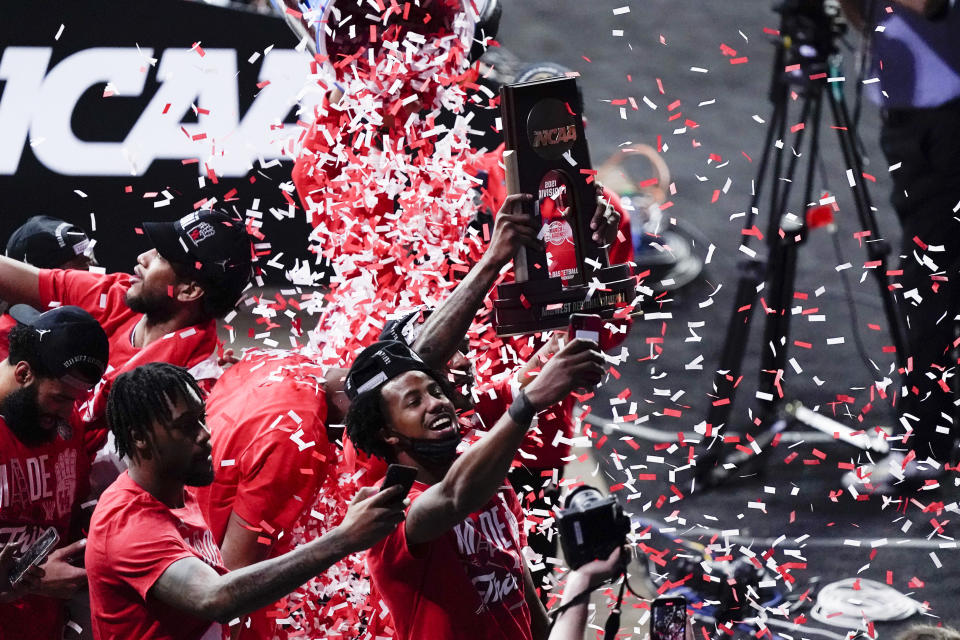 Houston players celebrate their 67-61 win over Oregon State during an Elite 8 game in the NCAA men's college basketball tournament at Lucas Oil Stadium, Monday, March 29, 2021, in Indianapolis. (AP Photo/Michael Conroy)