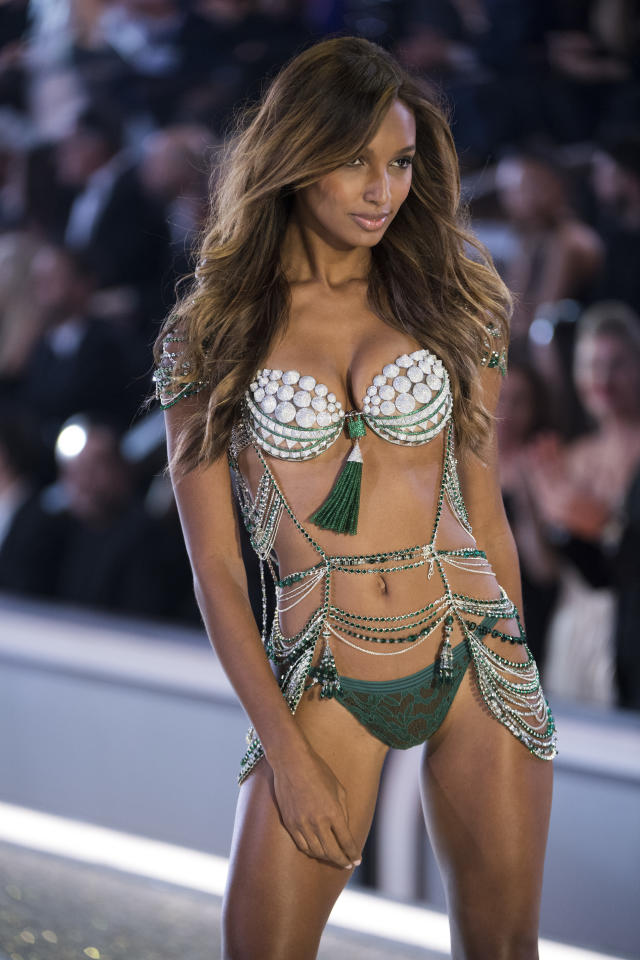 <p>Tooke's 'Bright Night Fantasy Bra' cost a whopping $3 million to make. <em>[Photo: Getty]</em> </p>