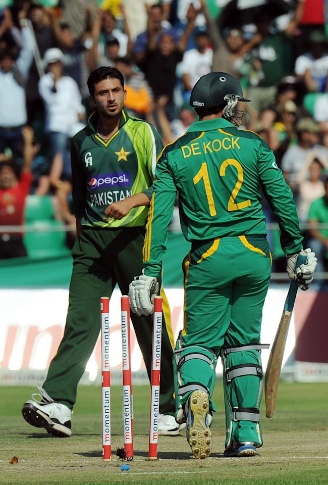 Pakistan's cricketer Junaid Khan (L) reacts after the wicket of South Africa's Quinton de Kock during the 5th and final One-Day Internationals (ODI) cricket match between South Africa and Pakistan at Willowmoore Park in Benoni on  March 24, 2013.           AFP PHOTO / ALEXANDER JOE        (Photo credit should read ALEXANDER JOE/AFP/Getty Images)
