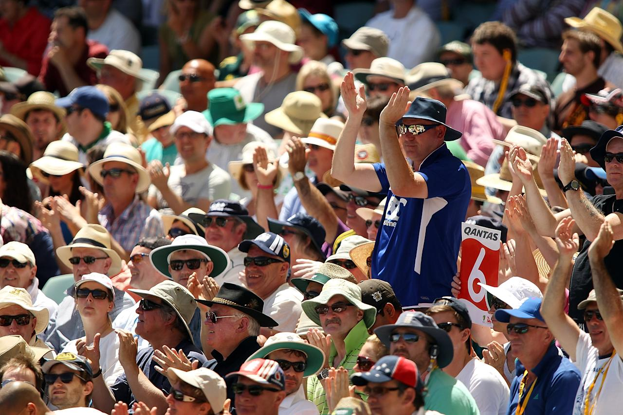 ADELAIDE, AUSTRALIA - DECEMBER 07: Spectators applaud a six by Ian Bell of England during day three of the Second Ashes Test match between Australia and England at Adelaide Oval on December 7, 2013 in Adelaide, Australia.  (Photo by Morne de Klerk/Getty Images)