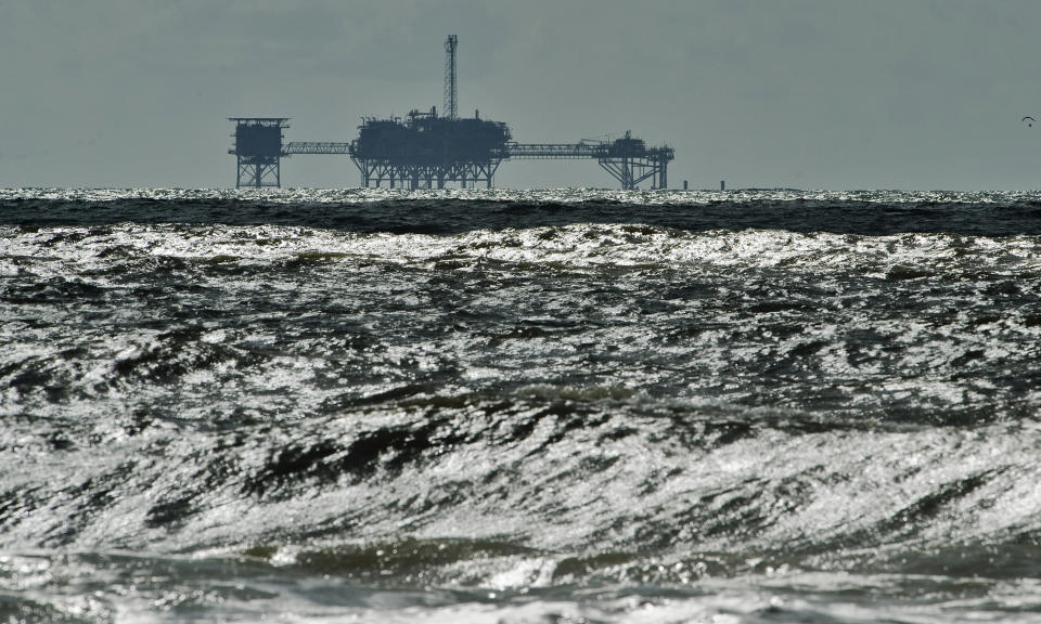 An oil and gas drilling platform stands offshore as waves churned from Tropical Storm Karen come ashore in Dauphin Island, Alabama, October 5, 2013. Tropical Storm Karen continued to weaken on Saturday as it approached the Louisiana coast after prompting the evacuation of some low-lying coastal areas and disrupting U.S. energy output in the Gulf of Mexico. REUTERS/Steve Nesius (UNITED STATES - Tags: ENVIRONMENT)