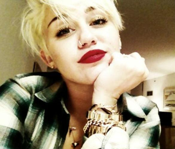 PHOTOS: Miley Cyrus Goes A Little Mad With Hair Snaps On Twitter
