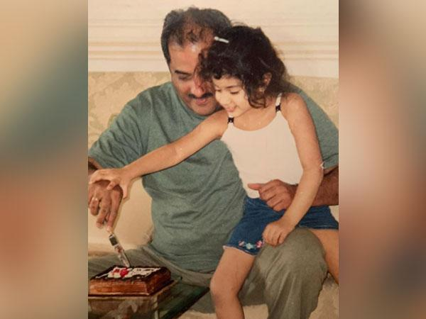 Childhood picture of Janhvi Kapoor with her producer father Boney Kapoor (Image Source: Instagram)
