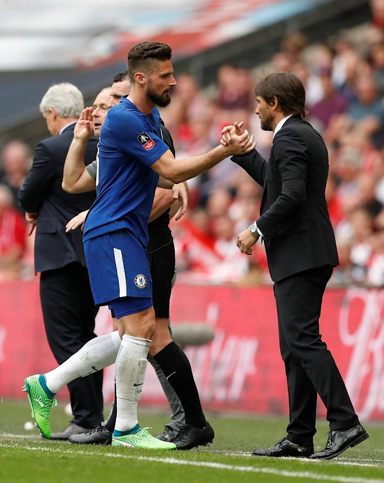 Soccer Football - FA Cup Semi Final - Chelsea v Southampton - Wembley Stadium, London, Britain - April 22, 2018   Chelsea's Olivier Giroud is congratulated by manager Antonio Conte as he is substituted   Action Images via Reuters/John Sibley