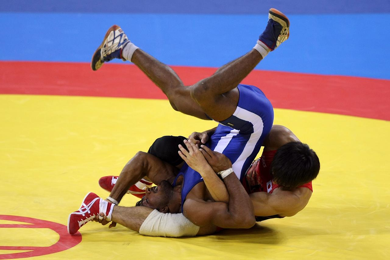 BEIJING - AUGUST 19:  Kenichi Yumoto of Japan competes against Yogeeshwar Dutt of India in the men's 60 kg wrestling event at the China Agriculture University Gymnasium on Day 11 of the Beijing 2008 Olympic Games on August 19, 2008 in Beijing, China.  (Photo by Jed Jacobsohn/Getty Images)