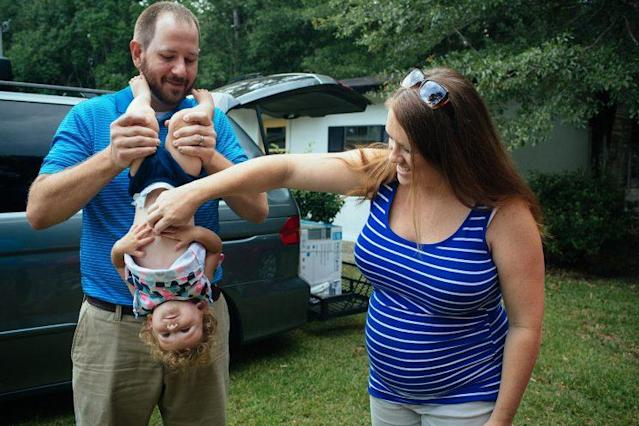Robert and Kaycee Cavender and their daughter, Doriella. (Photo: Sara Naomi Lewkowicz for Yahoo News)