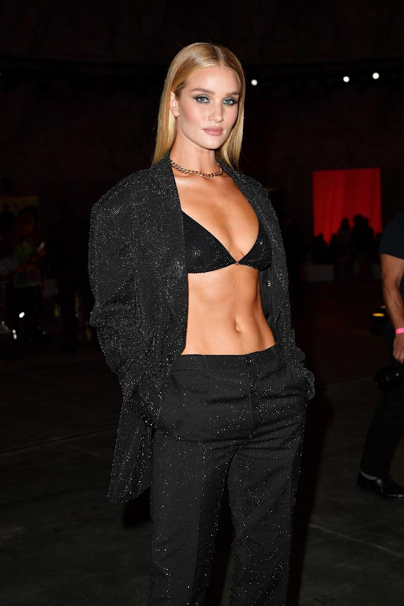 Rosie Huntington-Whiteley Shows Off Her Supermodel Abs at Versace
