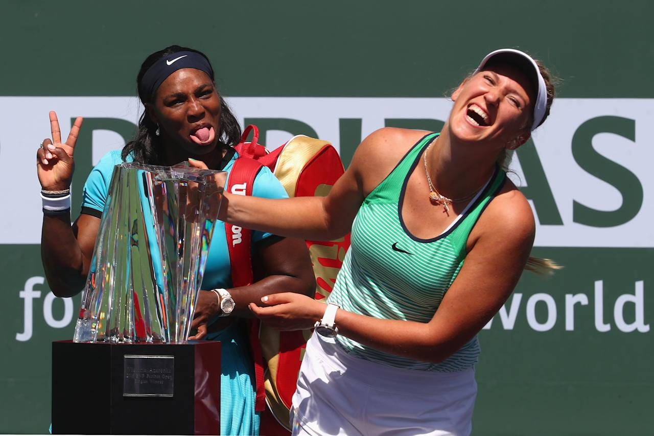 INDIAN WELLS, CA - MARCH 20: Victoria Azarenka of Belarus laughs with the winners trophy as Serena Williams of USA pulls a face after the final during day fourteen of the BNP Paribas Open at Indian Wells Tennis Garden on March 20, 2016 in Indian Wells, California. Julian Finney/Getty Images/AFPINDIAN WELLS, CA - MARCH 20: Victoria Azarenka of Belarus laughs with the winners trophy as Serena Williams of USA pulls a face after the final during day fourteen of the BNP Paribas Open at Indian Wells Tennis Garden on March 20, 2016 in Indian Wells, California. Julian Finney/Getty Images/AFP (AFP Photo/JULIAN FINNEY)