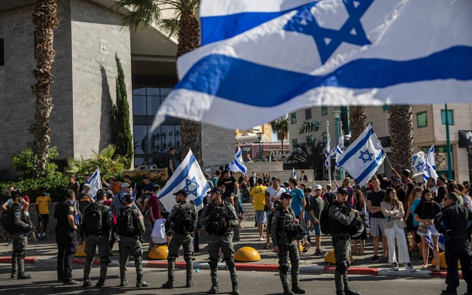 Israeli paramilitary border guards at a protest by Right-wing demonstrators - AP