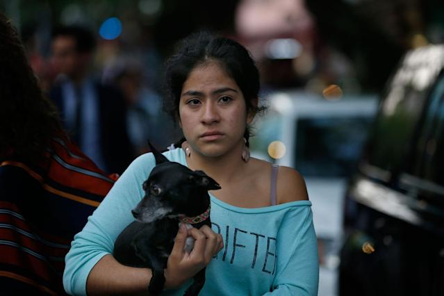 <p>A woman holds her dog in the aftermath of a 7.2-magnitude earthquake that shook Mexico City, Friday, Feb. 16, 2018. (Photo: Marco Ugarte/AP) </p>