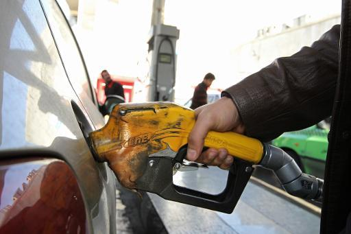 Oil prices in slight retreat