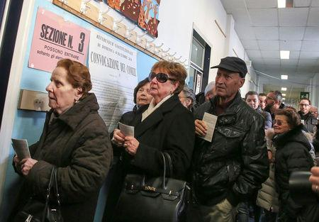 People wait to cast their votes for the referendum on constitutional reform, in Pontassieve, near Florence, northern Italy December 4, 2016. REUTERS/Paolo Lo Debole